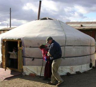 Underkhaan -- 10-08 Trip -- Baggie Helping Amaa -- WS