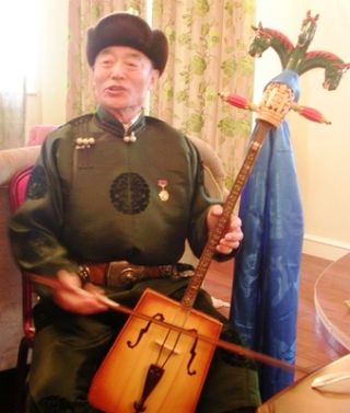 Tsagaan Sar 2009 -- Erka's -- Tserendorj Playing Sharvaa's Morin Khuur 2 -- WS