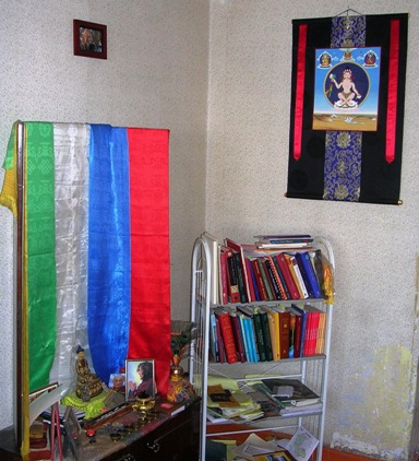 Ub_apt_altar_corner_with_thangka_we