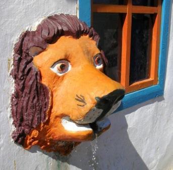 Dornogov_khamar_lion_fountain_ws