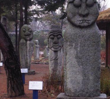 Seoul_folk_museum_stone_protector_g
