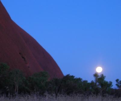 Australia_uluru_moonrise_ws