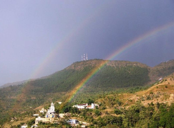 Guru_rinpoche_and_rainbows_far