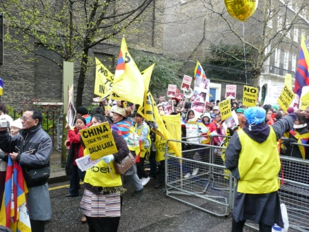 London_sue_tibet_protests_1_ws