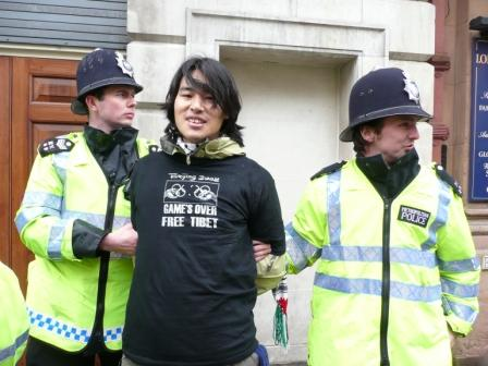 London_sue_tibet_protests_2_ws