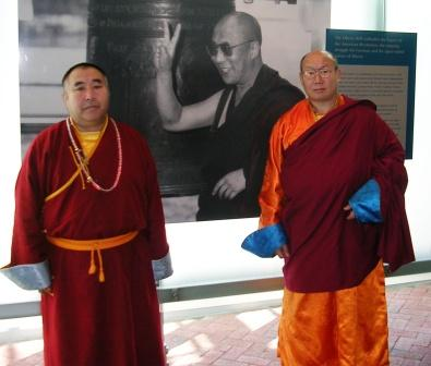 B_and_k_philly_dalai_lama_liberty_bell_p