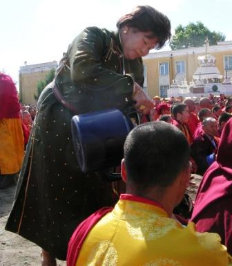 Dalai_lama_gandan_airag_offering_web_siz