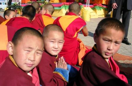 Dalai_lama_gandan_neighbor_kids_web_size