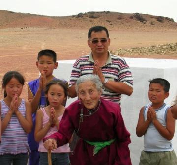 Dornogov_shambhala_stupa_filling_grandma
