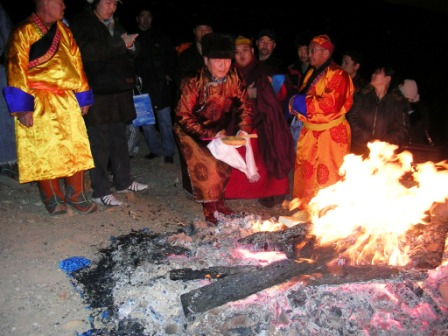 Dornogov_tsagaan_sar_fire_offering_web_s