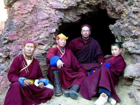 Khamar_cave_retreat_me_and_visiting_lama