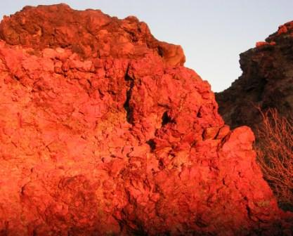 Khamar_cave_retreat_red_rock_in_morning_