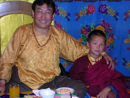 Khamar_khamtrul_and_little_monk_in_tent