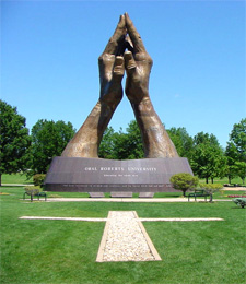 Oral_roberts_praying_hands