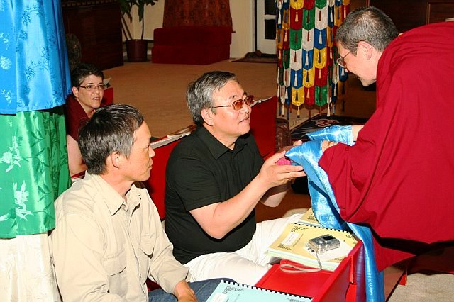 Rinchen_offering_book_to_sharvaa