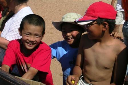 Shambhala_stupa_filling_2_three_smiling_