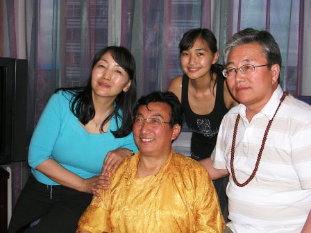 Sharavdorj_family_with_khamtrul_rinpoche