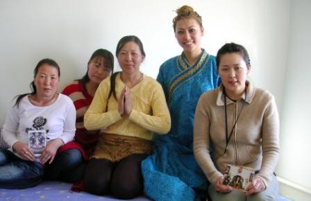 Tsagaan_sar_khamar_five_mongol_women_web