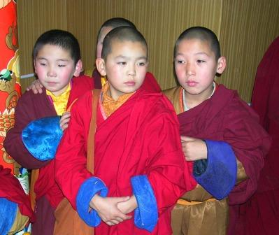 Ub_mandal_tov_opening_four_young_monks_w